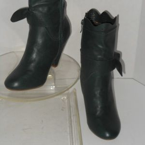 BETTIE PAGE GREEN ANKLE BOOTS SIZE 9 MEDIUM